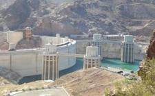 11月6日塔吉克斯坦罗贡水电站首台发电机组实现并网发电