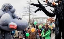成千上万的人在德国游行要求快速退出煤炭