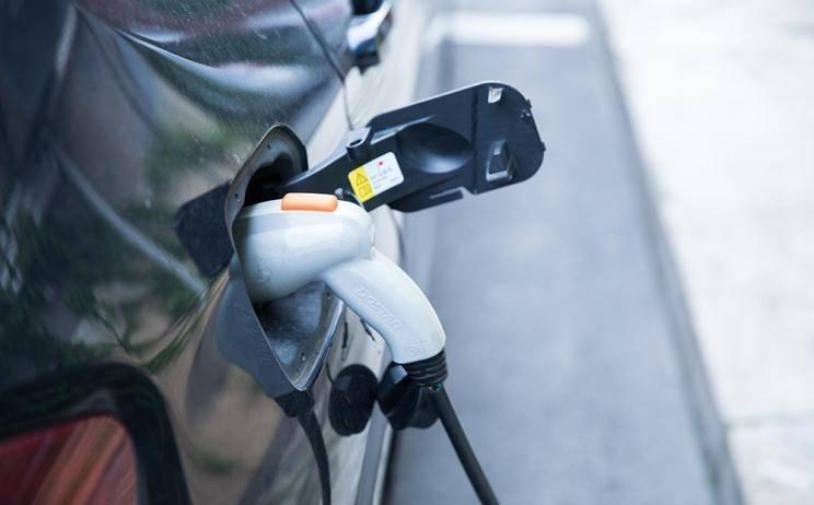 法国道达尔将在其300个加油站安装1000个快充桩