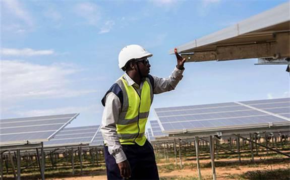 乌干达第一个全天候混合动力电网开始运营