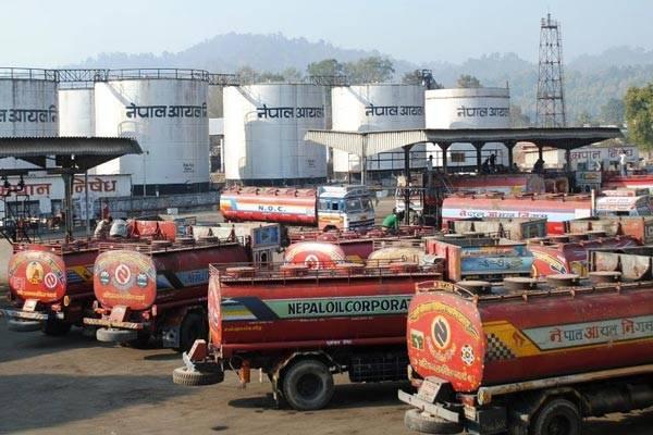 尼泊爾石油公司稱需要收回巨額虧損  并未隨全球大幅削減汽油價格