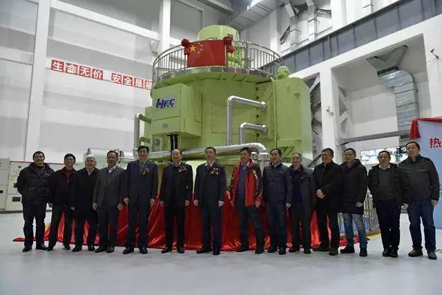 我国首台30万千伏安立式脉冲发电机组系统通过验收