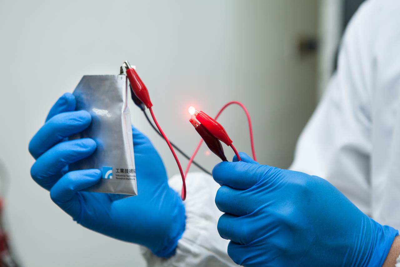 澳洲新浦京发展新探索  为铝离子电池打造全新电极结构!