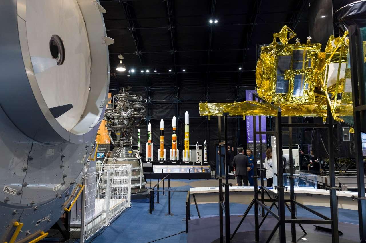 """卢森堡要建月球""""加油站"""" 生产氢气给宇宙飞船服务"""