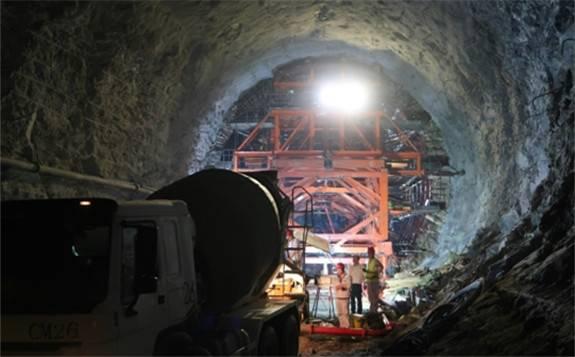 赞比亚下凯富峡水电站引水隧洞混凝土衬砌开盘