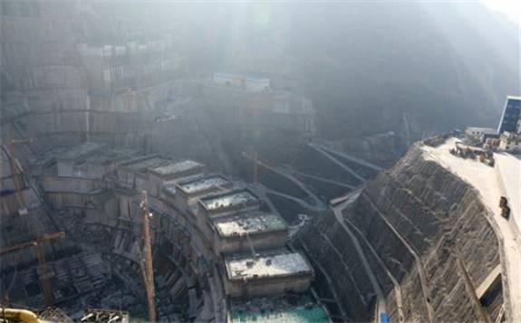白鹤滩水电站最大坝高突破140米
