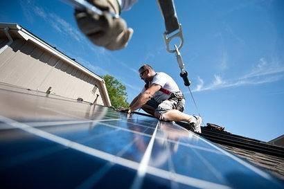 美国太阳能行业的就业人数下降了近8000个就业岗位