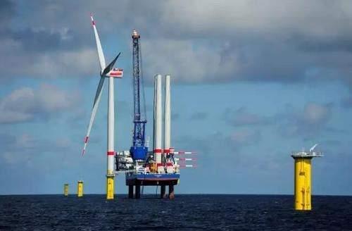 世界上最大的海上风电场Hornsea 1海上风电场的第一台风电机组已经安装完毕并正在投产发电