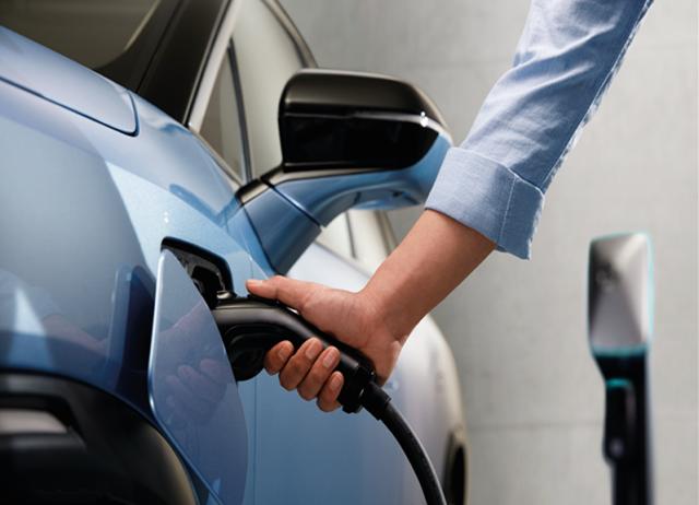 武威市首座集中快充式电动汽车充电站正式面向社会公众开放