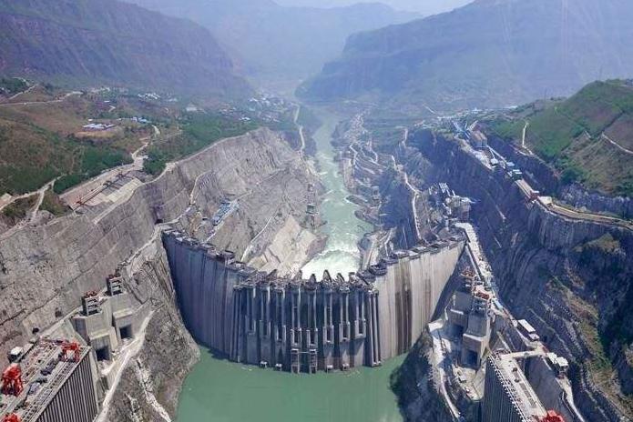 金沙江上游最大水电站围堰截流成功