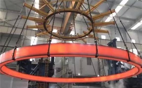 世界最大无焊缝奥氏体不锈钢整体环形锻件在济南成功轧制!