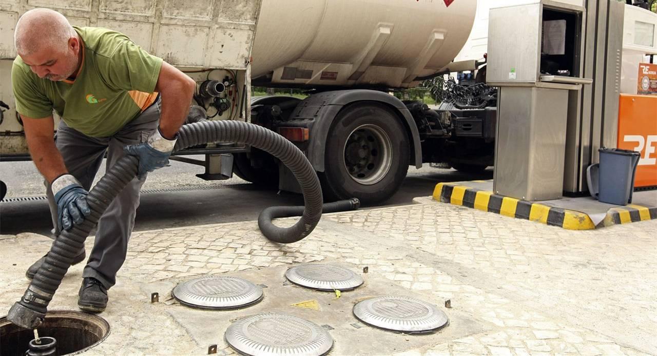 葡萄牙油罐车司机集体大罢工,政府被迫动用紧急备用燃料