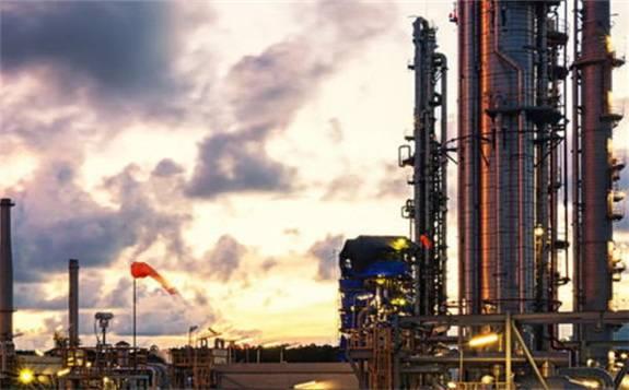 中国炼油厂数据显示原油吞吐量较去年同期增长3.2%