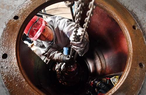 二连油田首口氮气重力驱井成功注入