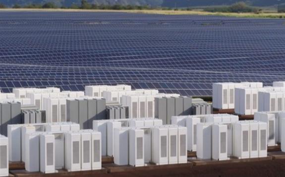 美国公共快速充电站部署的最大电池储能系统:11个快速充电站的14个电池储能系统