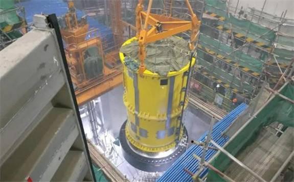 """""""华龙一号""""全球首堆示范工程福清核电5号机组压力容器顶盖扣盖顺利完成"""