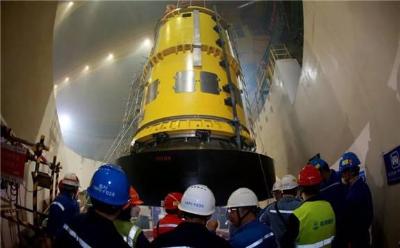 华龙一号全球首堆冷试前反应堆压力容器关盖工作首战告捷