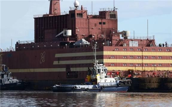 """世界首座浮动核电站""""罗曼诺索夫院士号""""已做好运营准备"""