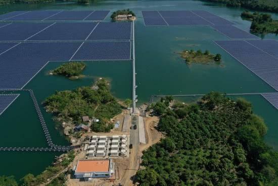 中电建越南首个漂浮式光伏项目——大密(DAMI)漂浮式光伏项目顺利完成并网