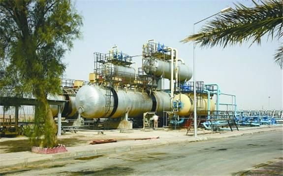 中国建设者们正在帮助伊拉克最大的油田——鲁迈拉油田战后重建