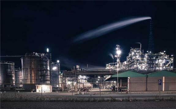 沙特首都利雅得多处石油设施遭遇袭击 国际油价震荡