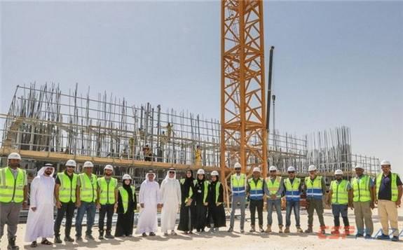 迪拜100MW塔式光热电站集热塔建设进度超预期7%