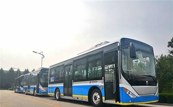 """北京140台8.5米长""""电动公交""""开始投入使用"""