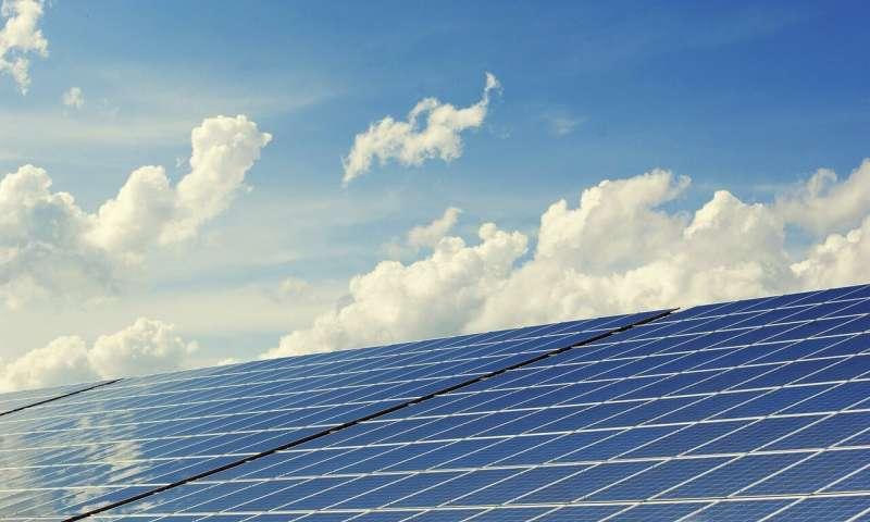 曼彻斯特大学的一项研究解决了太阳能电池板的一个关键缺陷