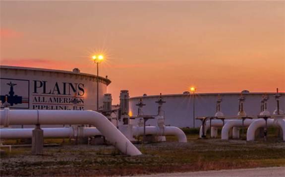 美国原油触及1月低位,因美国原油库存意外飙升