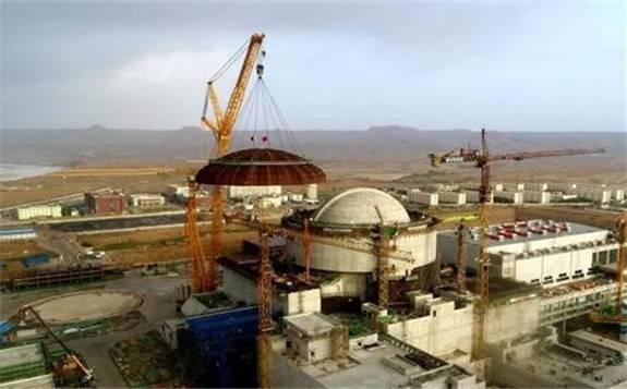 我国自主三代核电华龙一号海外首堆工程—卡拉奇核电K-2机组外层安全壳穹顶成功吊装