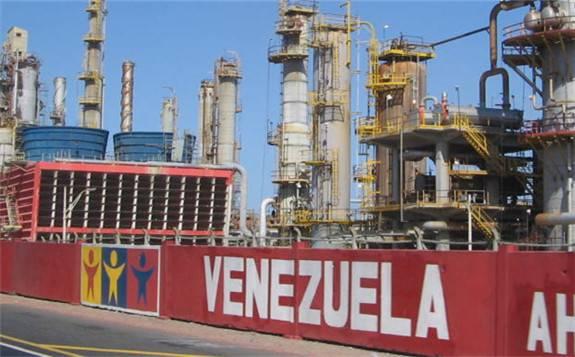 随着美国的制裁,委内瑞拉PDVSA开始向土耳其小公司出售石油