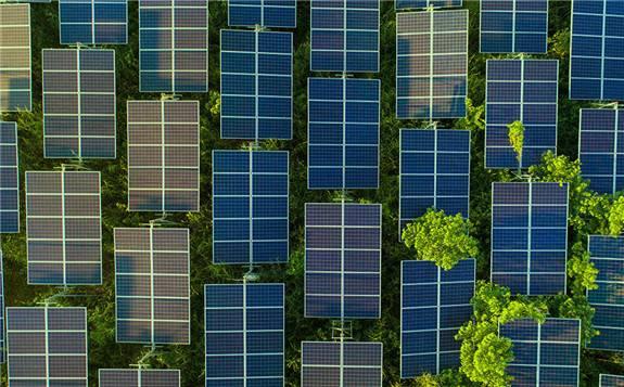 沙特阿拉伯团队研发新型太阳能发电装置 同时产生电力和清洁水