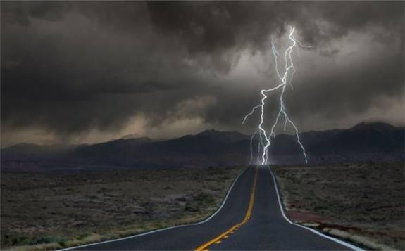 受飓风天气影响,美国能源工业停止墨西哥湾三分之一的石油生产
