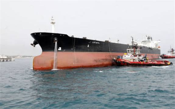 两艘伊朗巨轮再次出海 英国这次拒绝了美国提出继续拦截伊朗油轮的要求