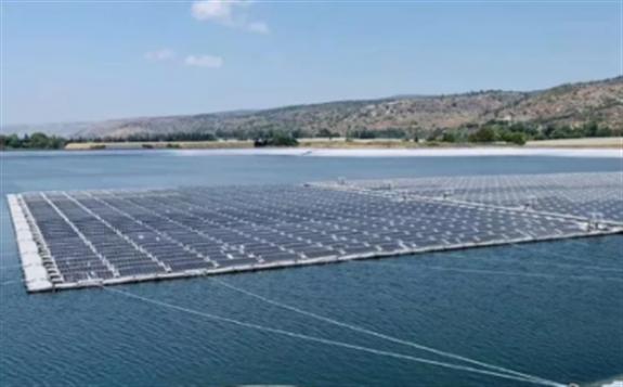 晶科能源為以色列最大的光伏漂浮電站 提供700kW雙玻高效單晶組件