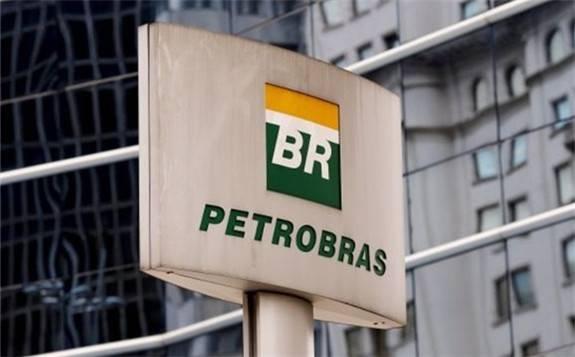 两艘滞留巴西的伊朗船只27日驶离,巴西石油公司担心受到美国制裁