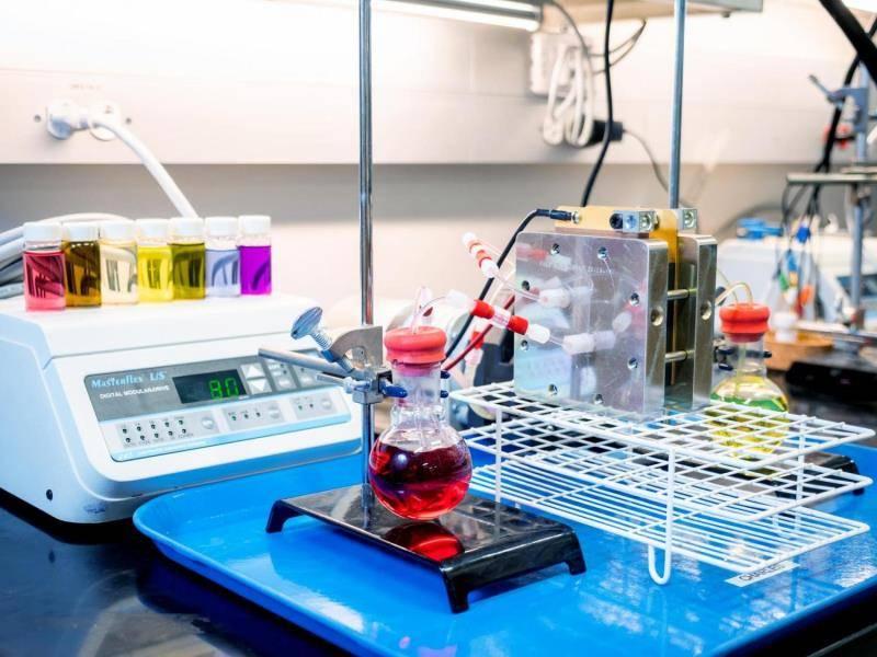 美国科罗拉多大学博尔德分校研发出高性能新型液流电池