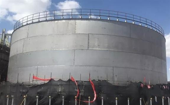 兰州大成敦煌50MW光热发电示范项目熔盐储罐项目 已完成罐顶、壁板和罐底的安装