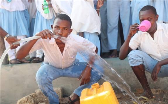 GivePower在肯尼亞沿海推出太陽能海水淡化系統