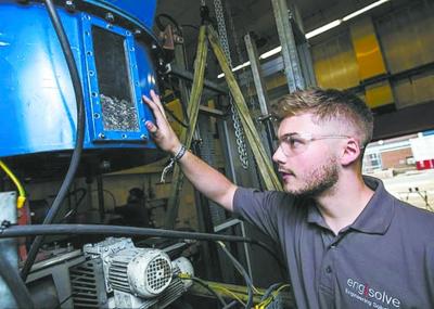 英国大学成功获取把塑料垃圾变成电力和氢气燃料的技术