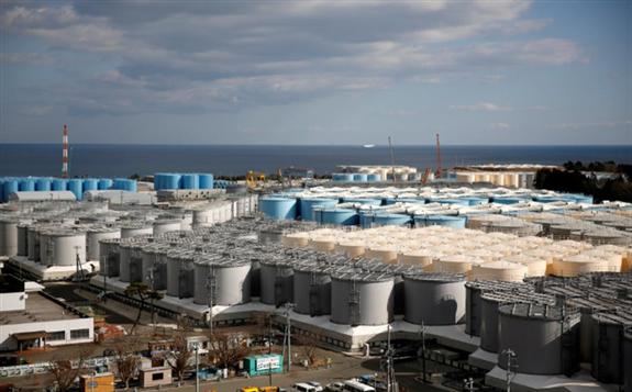 文件图片:2019年2月18日在日本福岛县大沼镇的东京电力公司(东京电力公司)海啸瘫痪的福岛第一核电站看到了放射性水的储罐。路透社/ Issei Kato /文件照片
