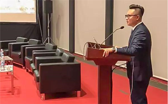 尚德出席越南光伏峰会 并对组件封装技术解决方案进行演讲