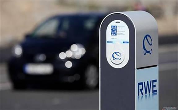 德国总理默克尔表示,希望最迟在2030年前建设100万个充电桩