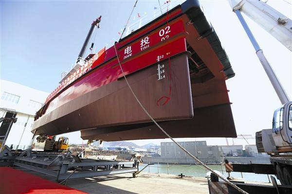 國內首艘20米雙體全鋁合金高速風電運維船在連下水
