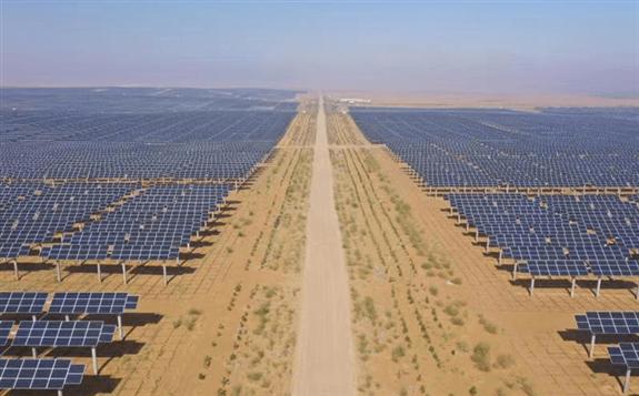 黃沙變金沙:全球最大光伏治沙項目