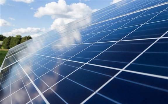 山西高速首座地面光伏项目并网发电