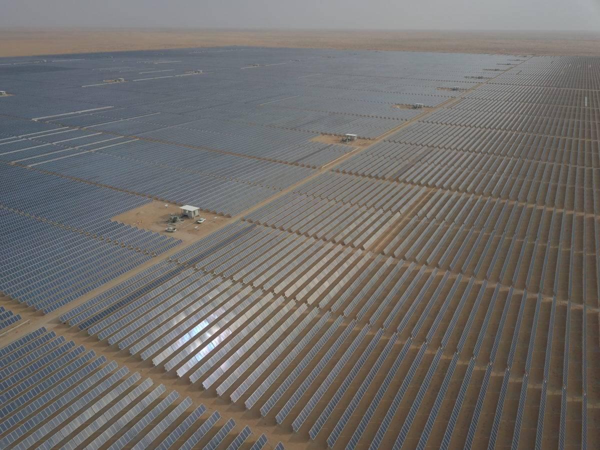 沙特阿拉伯300兆瓦Sakaka太阳能发电厂提前并网发电