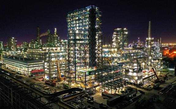 沙特签署价值超20亿美金的石化投资协议
