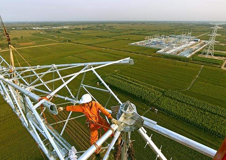 世界首条全线路应用碳纤维复合导线特高压工程正式并网投运