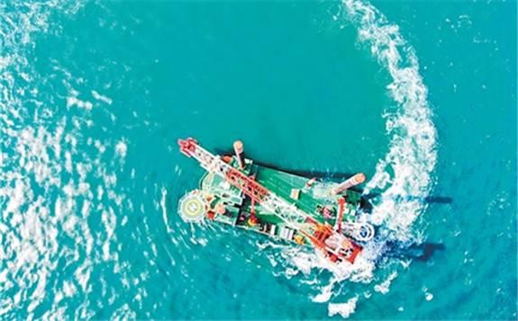 """国内首艘1300吨自升自航式风电安装船""""铁建风电01""""正式交付"""